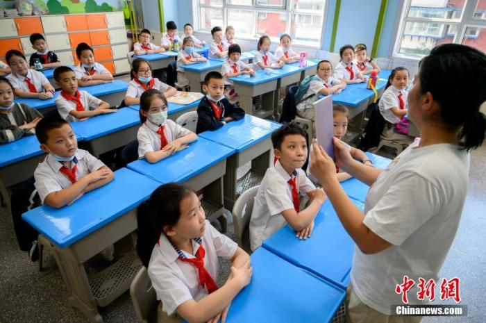 教育部:预计年内所有省份均会出台中小学教师减负清单